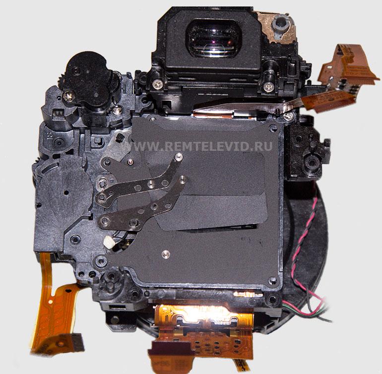 Внешний вид и положение пружинок затвора фотокамеры Canon EOS 600D.