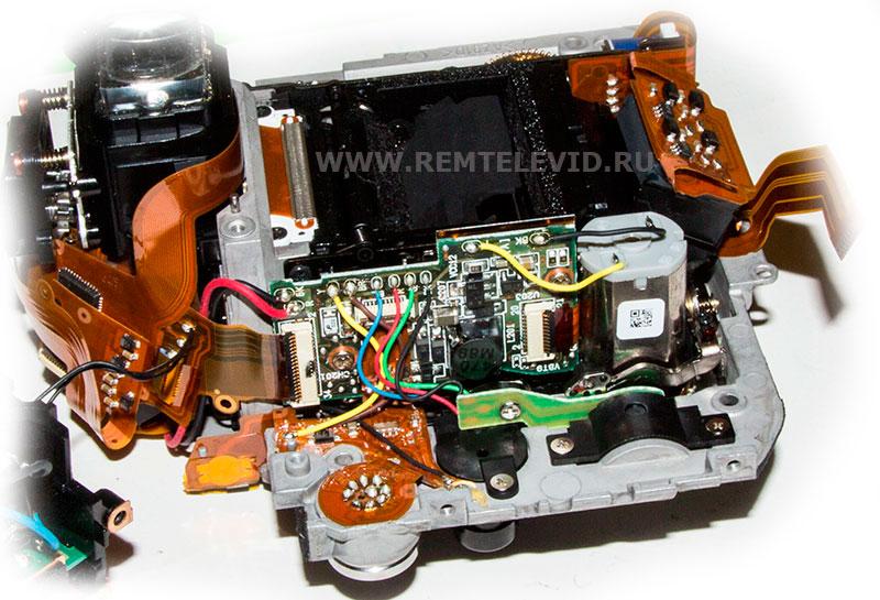Распайка проводов на плате механизма блока зеркала фотоаппарата Nikon D300