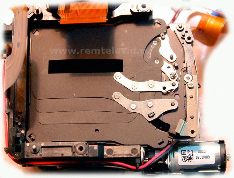 Внутренности затвора фотокамеры Nikon D5200
