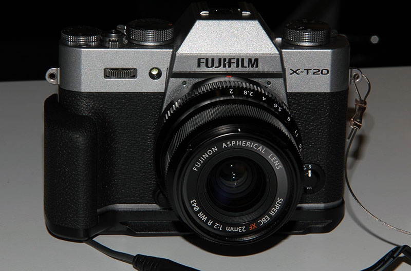 Фотоаппарат Fujifilm XT-20 на стенде в Крокус-сити