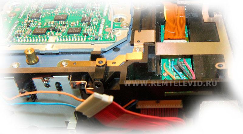 Распайка проводов на плате под разъемом карты памяти фотокамеры Nikon D200