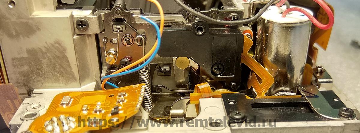 Пружины и рычаги механизма блока зеркала Nikon D4