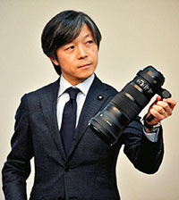 Кадзуто Ямаки, сын Митихиро Ямаки основателя компании Sigma Corporation. В настоящее время является главой компании Сигма.