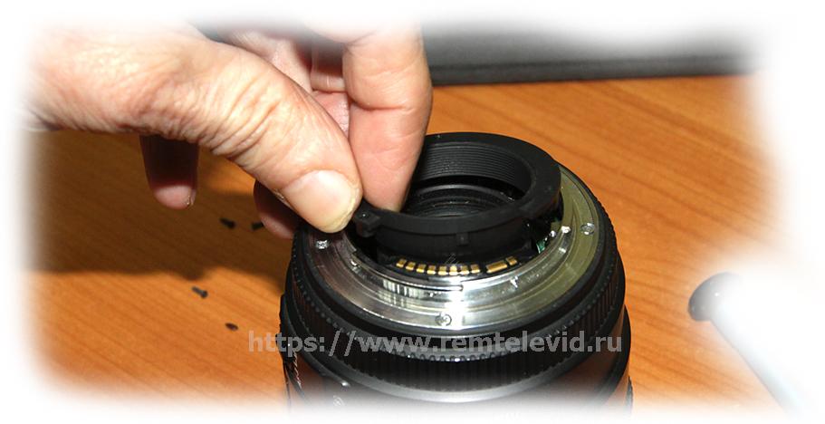 Демонтаж заглушки на байонет объектива Sigma