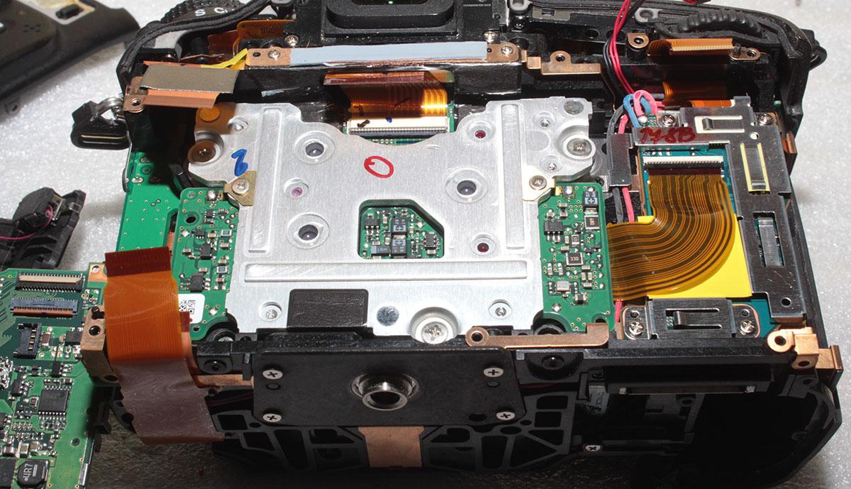 Фотоаппарат Nikon D600 со снятой системной платой