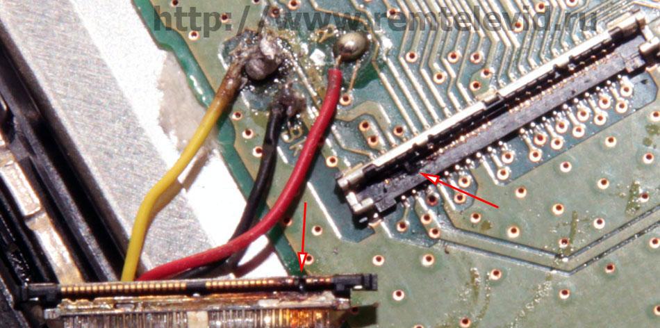 Фотоснимок сгоревших контактов разъемов жк экрана фотокамеры Nikon D5100