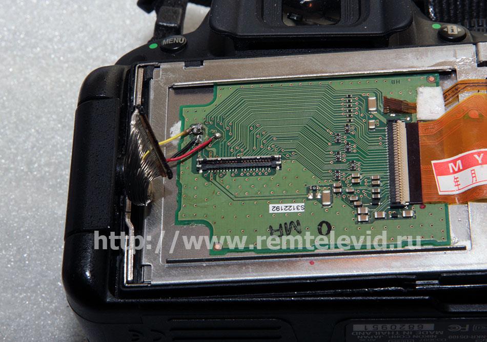 Фотоаппарат Nikon D5100 с неисправными дисплеем и разъемами платы дисплея и шлейфа