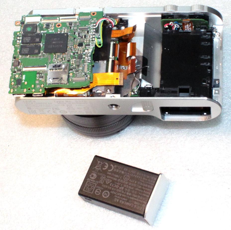 Демонтировать плату и вытолкнуть заклиневшую аккумуляторную батарею