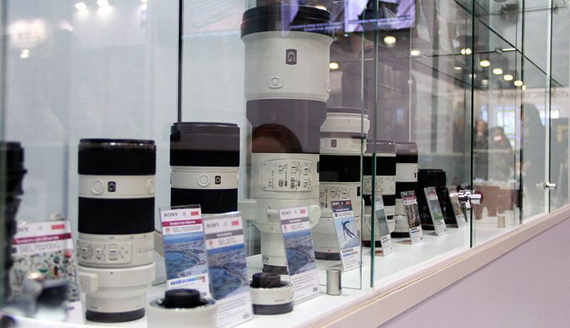 стенд объективов Sony на фотофоруме в Крокус-сити
